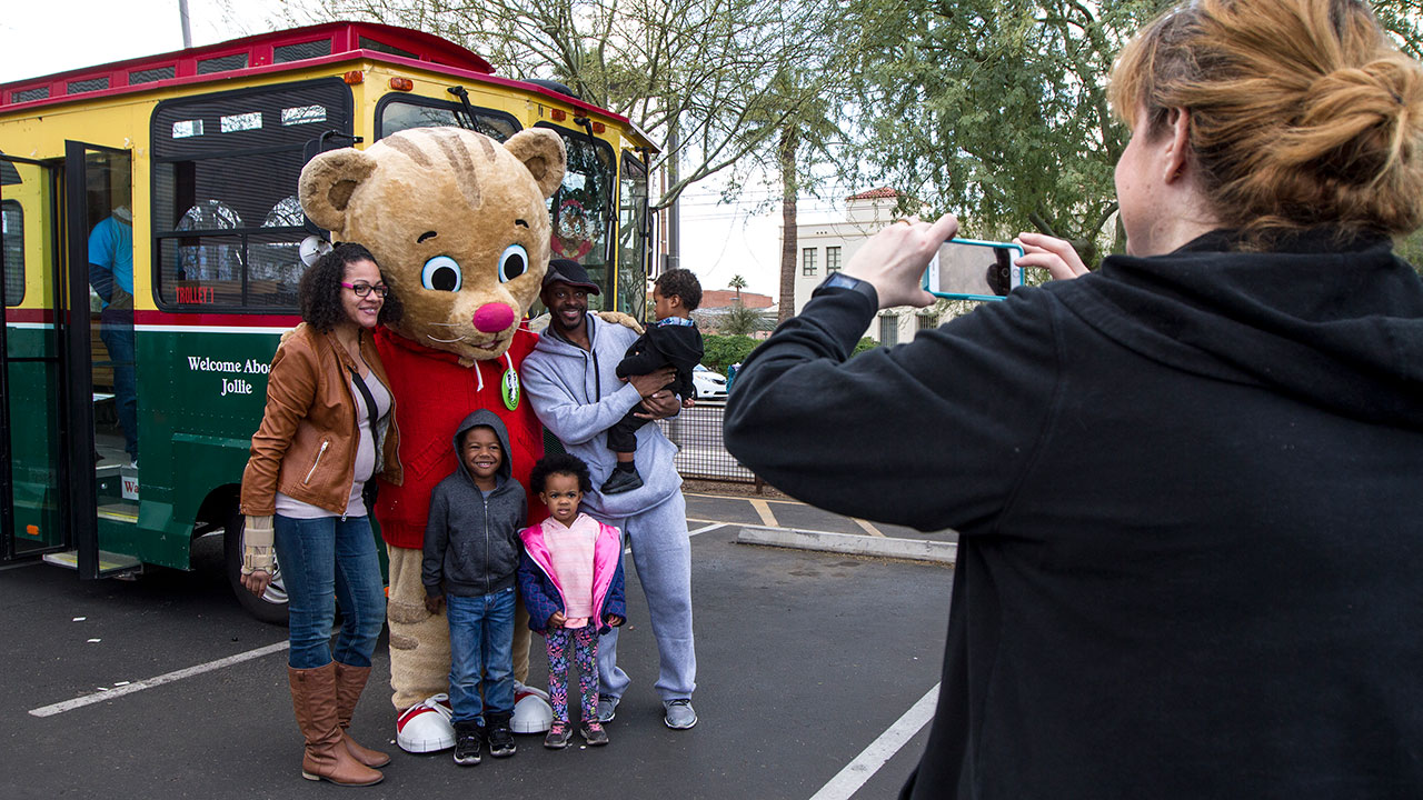 Daniel Tiger and a family at Arizona PBS KIDS Festival 2017